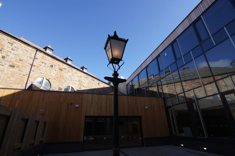 MBHT_Exterior_Courtyard_Lamppost.jpg