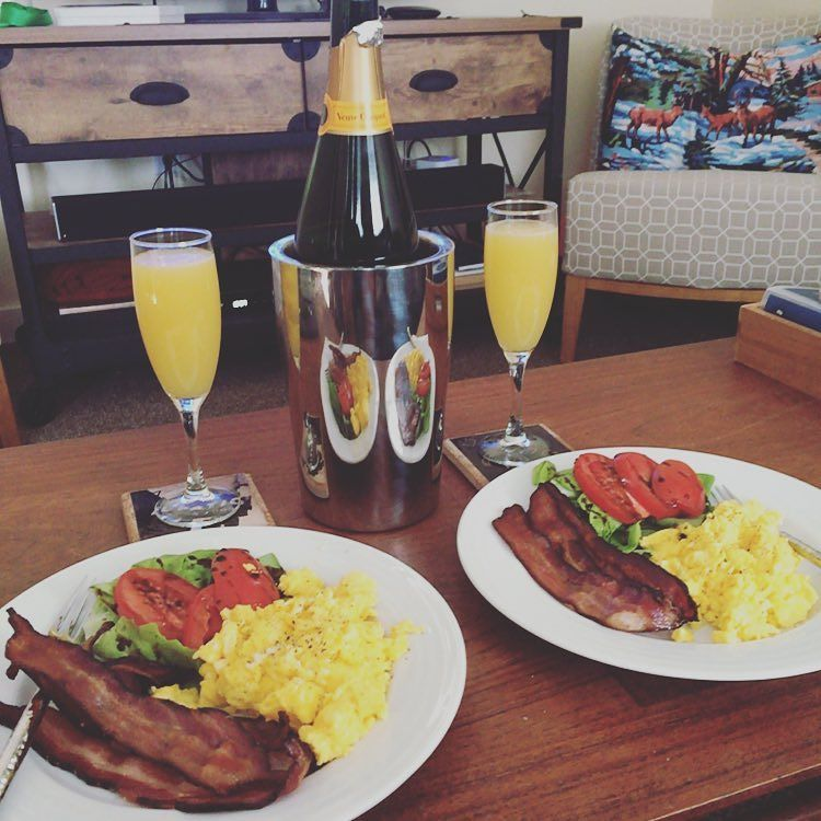Sunday at home #brunch with @sarhys1 🍾  http://ift.tt/1Jv9Q7b