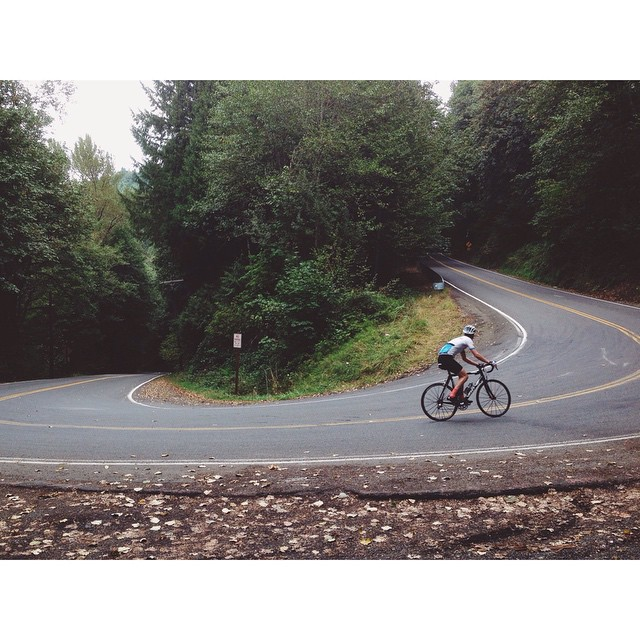 Alex Barr to Bull Run. #ridewithheart #roadslikethese #vscocam #vscocycling #outsideisfree by jakeszy  http://ift.tt/1t5YOq6