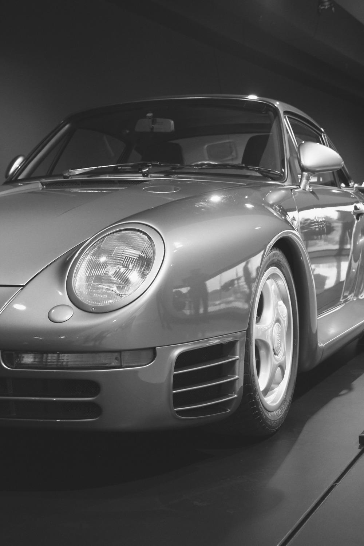 fastbikesandtoomuchcoffee :     959 @ Porsche museum Stuttgart