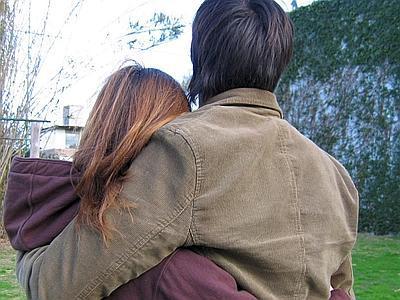 Risultati immagini per  abbracci tra uomo donna