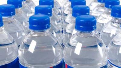 Gli USA dicono basta alle bottiglie di plastica