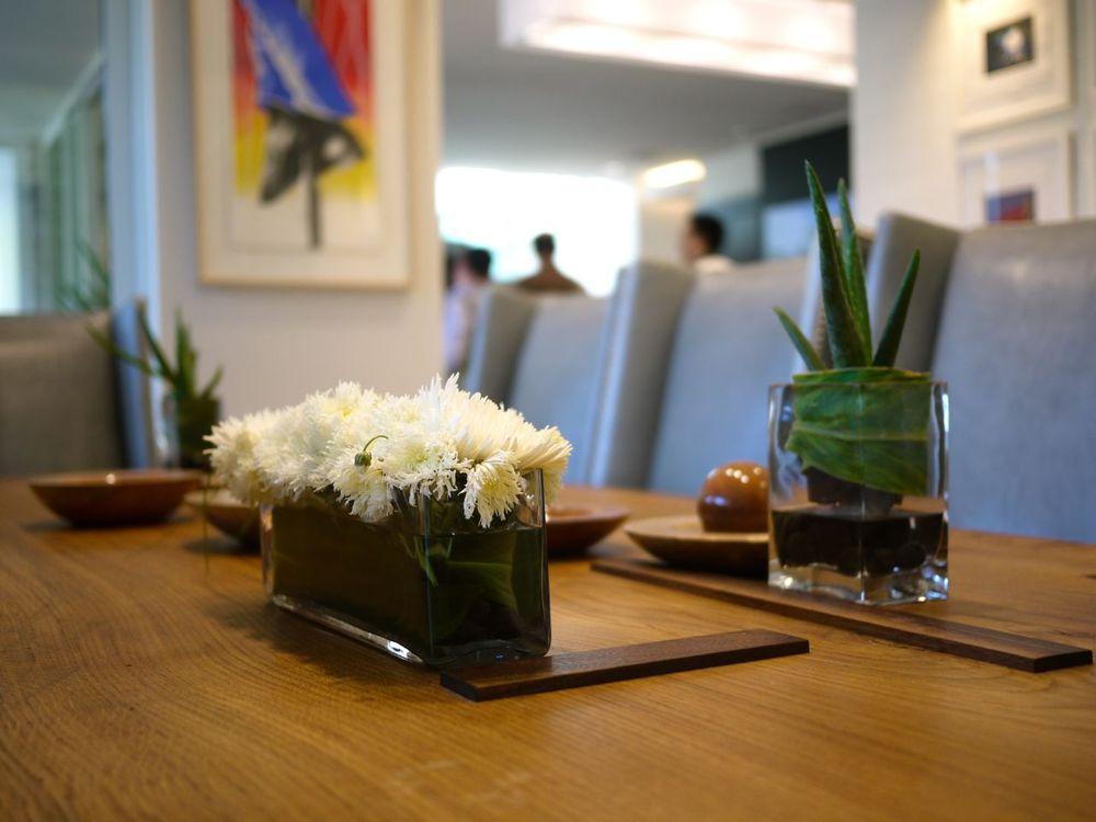 dining-tables02.jpg