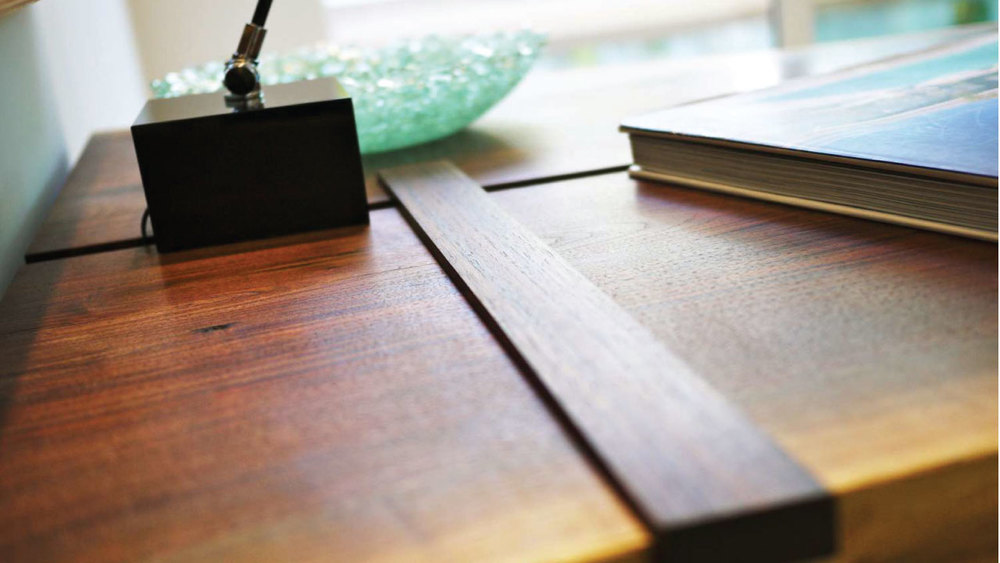 7nahb-walnut-desk-closeup-01.jpg