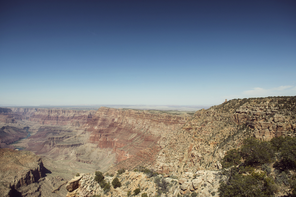 The Colorado River can be seen to the left, as the Grandview Lookout Tower sits high above on the right.