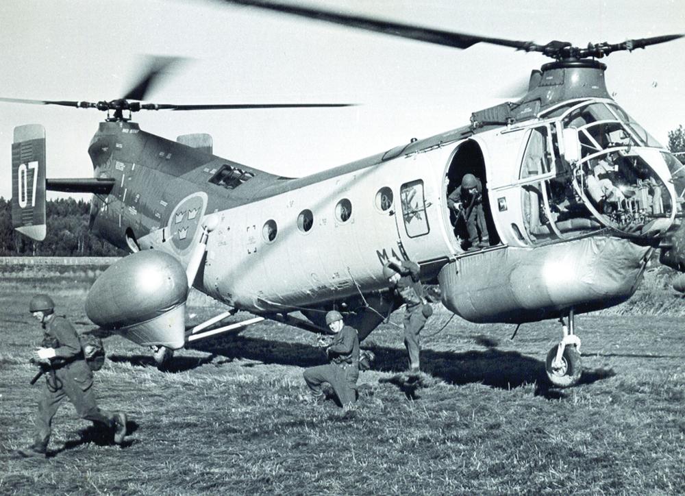 59-då behövde inte helikoptern landa innan man hoppade!  Foto: Bo Nelhage