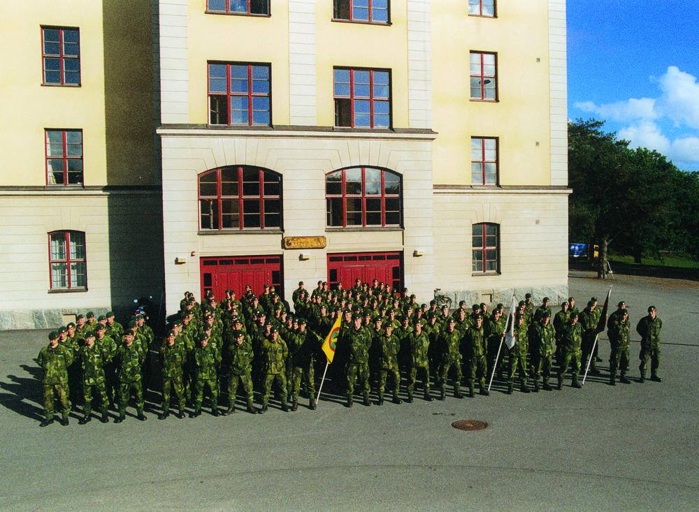 Grundutbildning 1998-1999 Kustjägarkompaniet under uppställning framför kasern 3. på Rindö.