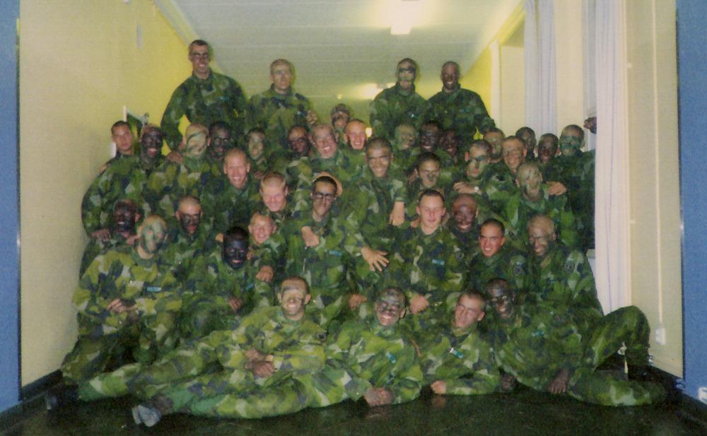 Grundutbildning 2000-2001    Delar av kustjägarkompaniet vid icke formell fotografering i kasernkorridoren.