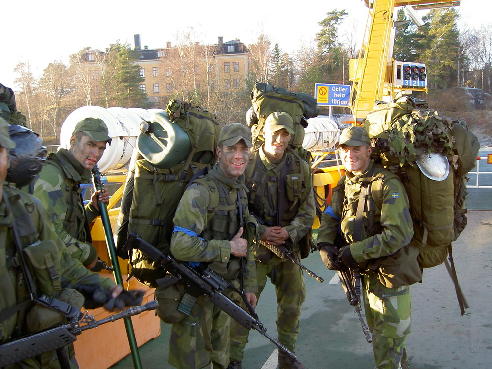 Sköna Norröna-trossen fullpackad på väg mot övningar på Myttinge.