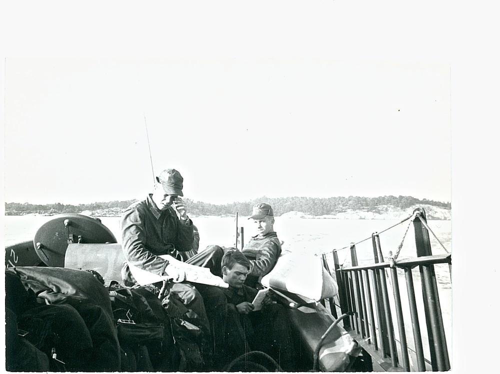 Trött okänd soldat, Jönsson och Sköld