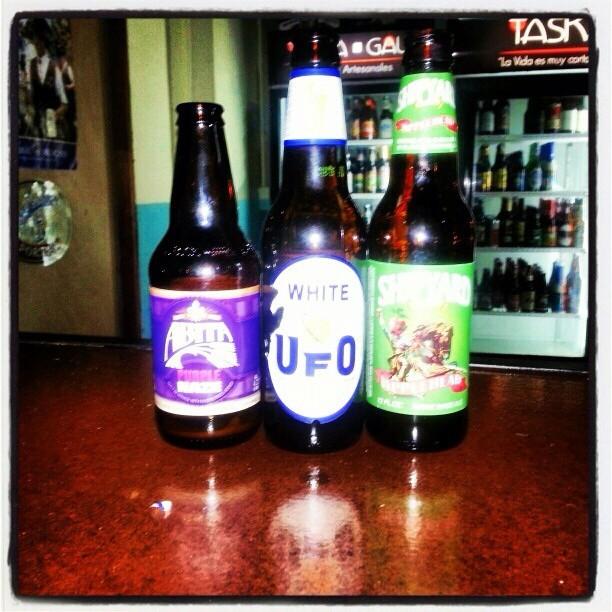 Abita Purple Haze, UFO White y Shipyard Applehead vía @dgeli7 en Instagram
