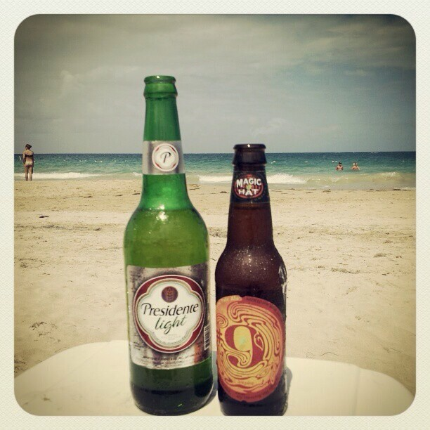 Presidente y Magic Hat 9 vía @desi_lani en Instagram