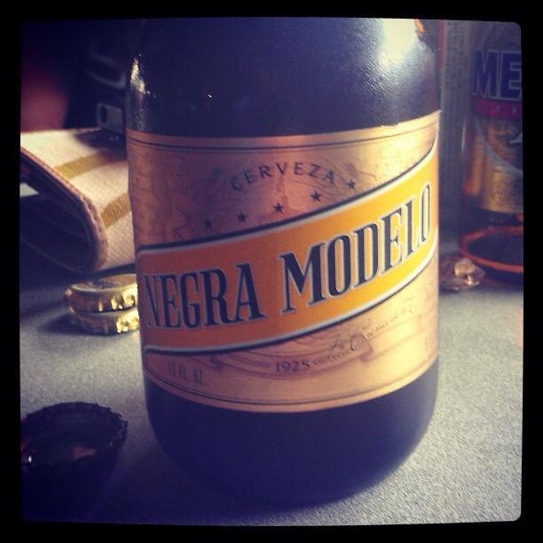 Negra Modelo vía @giux13 en Instagram