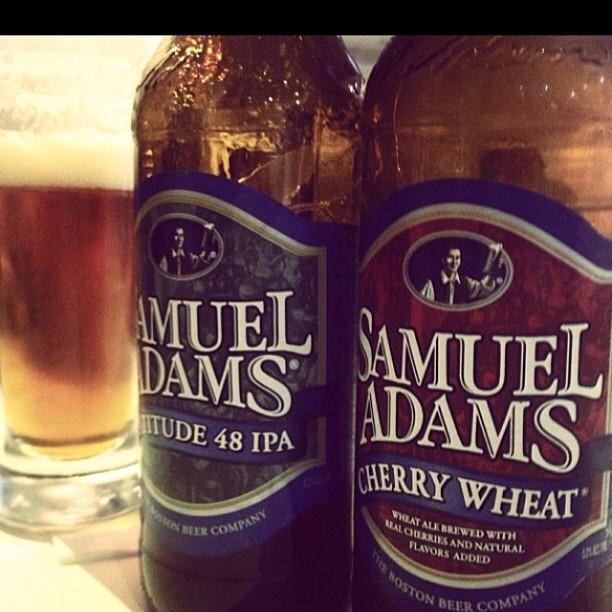 Samuel Adams Latitude 48 IPA y Cherry Wheat vía @virnalizmarie en Instagram