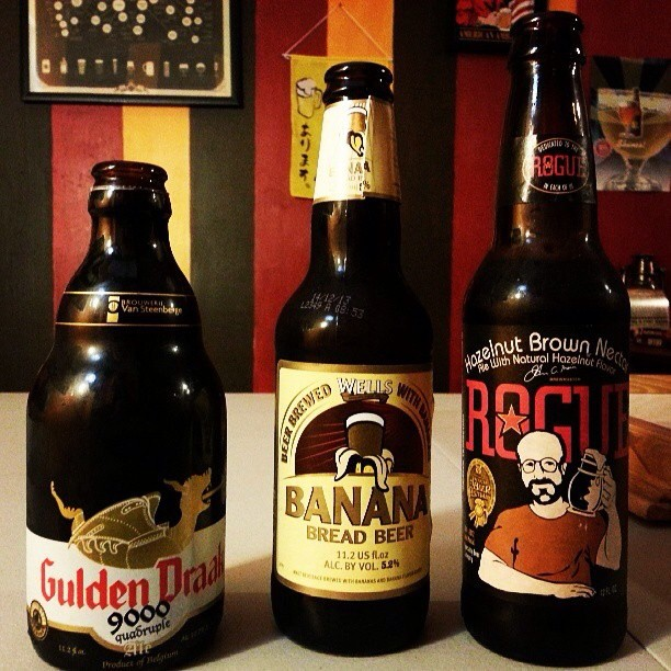 Golden Draak, Banana Bread Beer y Hazelnut Brown Nectar de Rogue vía @tessahe vía Instagram
