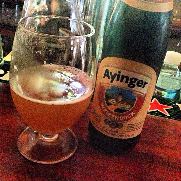 Ayinger Weizenbock vía @brewmaniac en Instagram