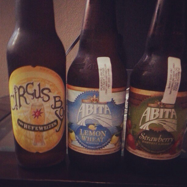 Magic Hat Circus Boy, Abita Lemon Wheat y Abita Strawberry vía @frances_barbie en Instagram