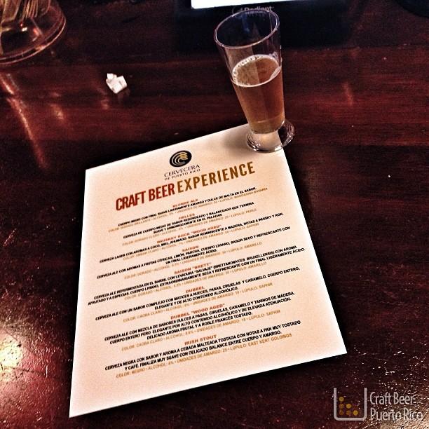 Degustando Blonde Ale en el Craft Beer Experience de Cervecera de Puerto Rico en Downtown