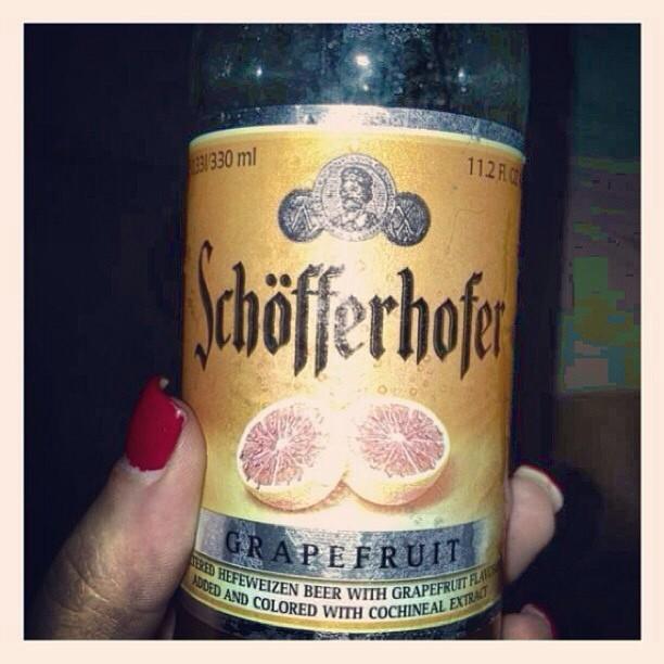 Schöfferhofer Grapefruit Hefeweizen Beer vía @unpocomaslista en Instagram