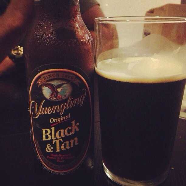 Yuengling Black and Tan vía @pabloprr77 en Instagram