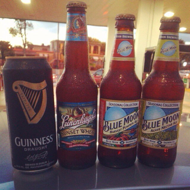 Guinness Draught, Leinenkugel Sunset Wheat, Blue Moon Pumpkin Harvest Ale, Blue Moon Agave Nectar Ale vía @rdres en Instagram
