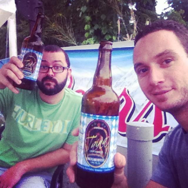 Los geólogos del Colegio de Mayagüez disfrutando de la Taína Oktoberfest vía @martiabx en Instagram