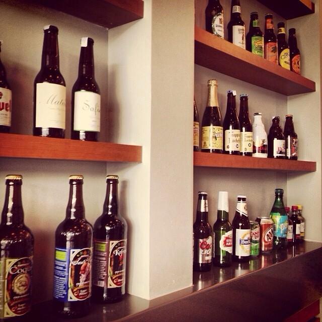 Algunas de las cervezas que encuentras en Buns Burger en Guaynabo vía @natapaola en Instagram