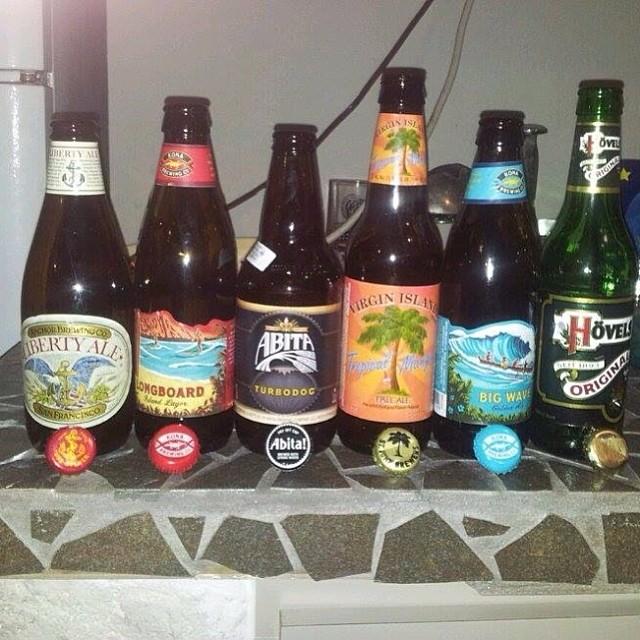 José Rosa de Facebook muestra algunas de las cervezas degustadas