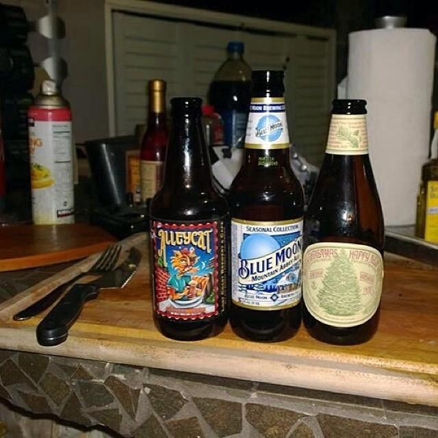 Alleycat, Blue Moon y Anchor Merry Christmas and Happy New Year Ale vía José Rosa en Facebook