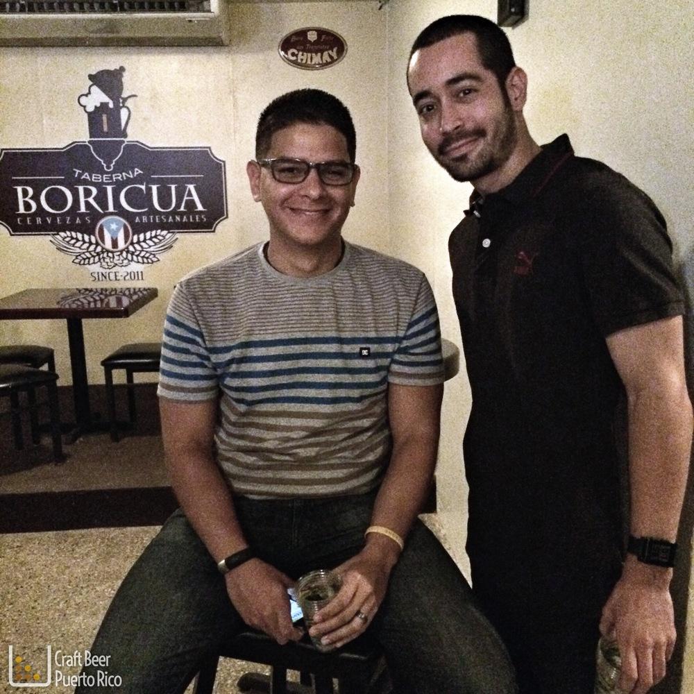 Colaborador de CBPR Manu junto al creador de CBPR Gustavo degustando cervezas de Sierra Nevada - Salud!