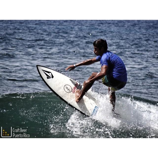 Un poco de la acción en el Corona Pro Surf en Rincón, Puerto Rico