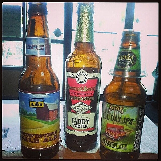 Bell's Midwestern Pale Ale, Samuel Smith Taddy Porter y Founders All Day IPA vía @mardelcar02 en Instagram