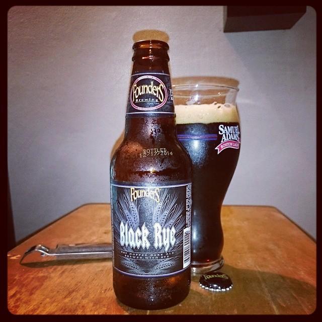 Founders Black Rye IPA vía @adejesus80 en Instagram