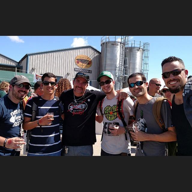 Puertorriqueños en Hunahpu's Day 2015 junto a Joey Redner de Cigar City. Foto: @fmarcano89 en Instagram