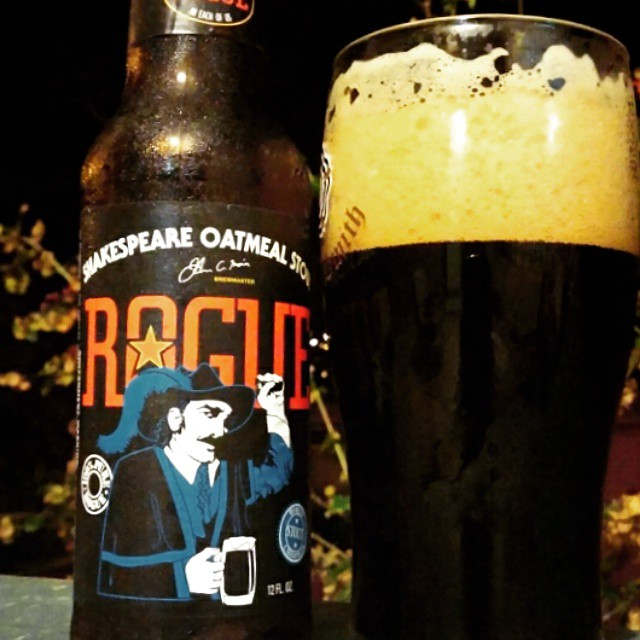 Shakespeare Oatmeal Stout de Rogue vía @cracker8110 en Instagram