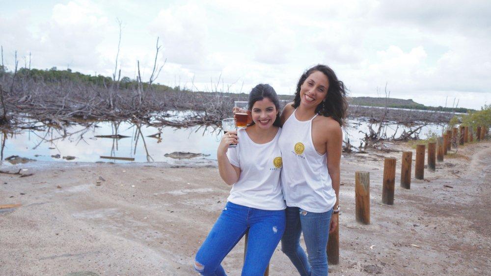 De izquierda a derecha: Eileen Ruiz y Rhaiza Casiano fundadoras de Pura Vida Brewery. Foto: Pura Vida Brewery