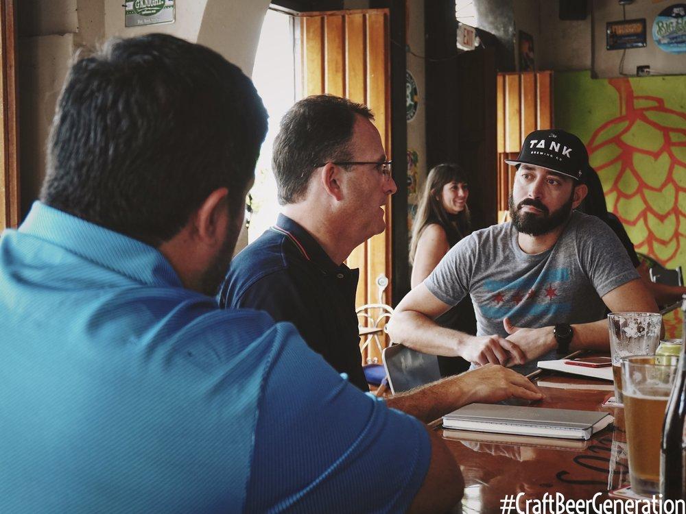 De izquierda a derecha: José Maldonado, Field Brand Manager de Ballester Hermanos,Alejandro Ballester, Presidente Ballester Hermanos y Gustavo Franceschini de Craft Beer Generation.