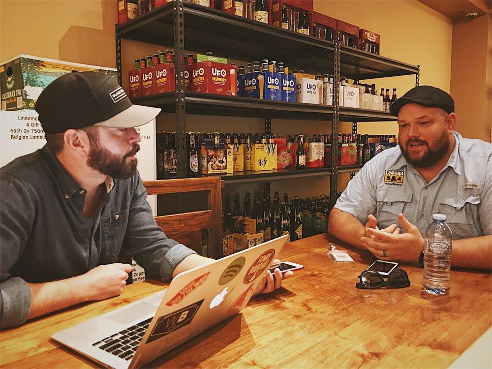 De izquierda a derecha: Gustavo Franceschini de Craft Beer Generation y Dustin Walker de Bell's Brewery.