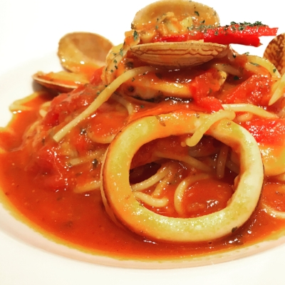 Spaghetti with squid, littleneck clams in tomato sauce