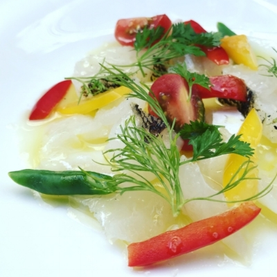 Fish carpaccio with peppers, tomatoes and snap peas