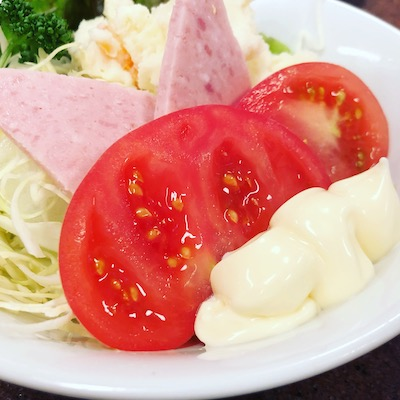 Potato salad with ham and tomato