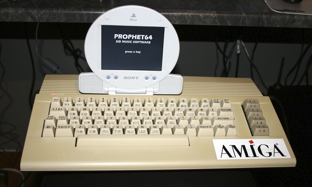 C64 with PSone Screen front lighted.jpg