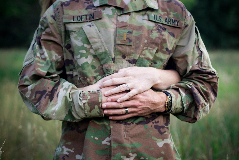 army_hug_2500.jpg