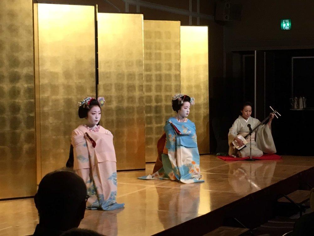 maiko_dance.JPG