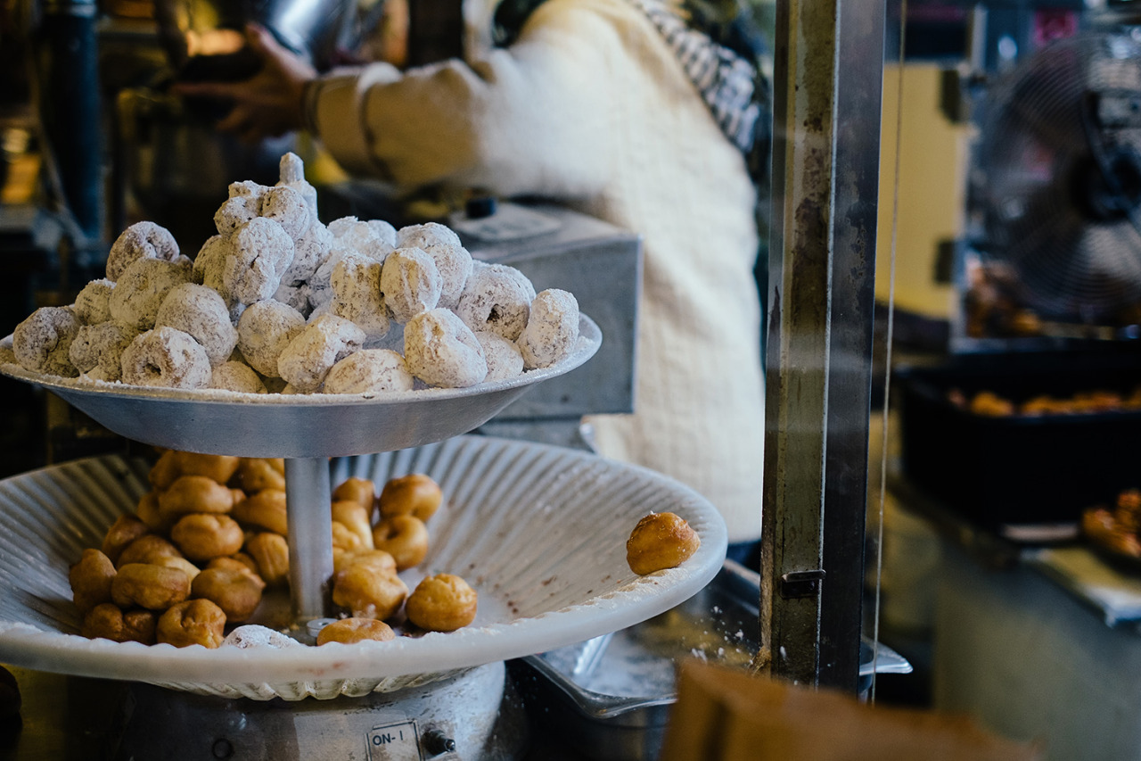 donuts: pike place market, seattle