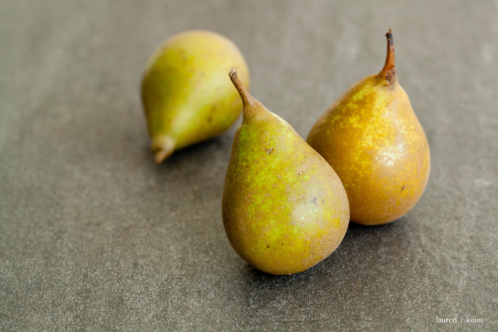 tiny pears :: Canon 5d MII, 100mm