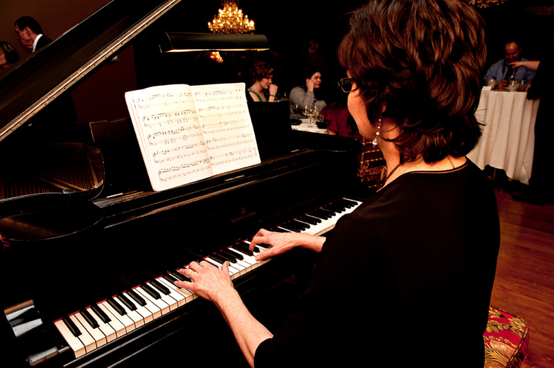 Corporate Event Pianist, Sharon Planer, has the KEYS to make your event sparkle with music!