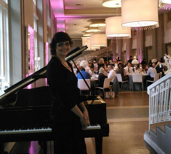 Dinner pianist Sharon Planer Calhoun Beach Club
