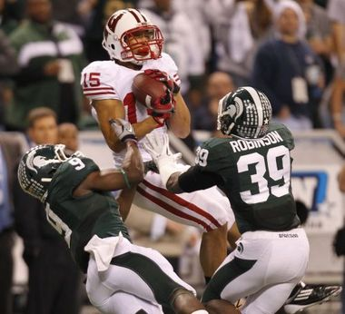 Jeff Duckworth and others will need more catches like this to power the Badger passing game.