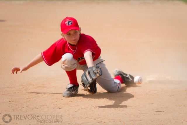 Encinitas EDGE Shortstop fielding ball.